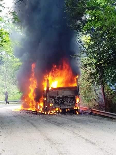 Autobus in fiamme tra Goriano e Castel di Ieri: tutti salvi