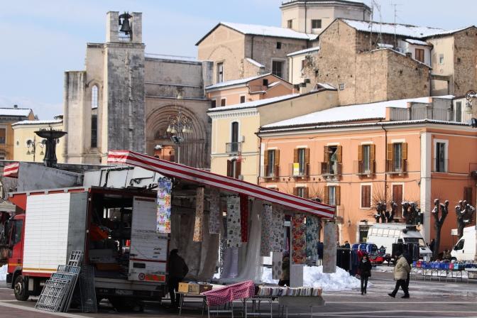 Lupi solitari al mercato di piazza Garibaldi ..del mercoledì
